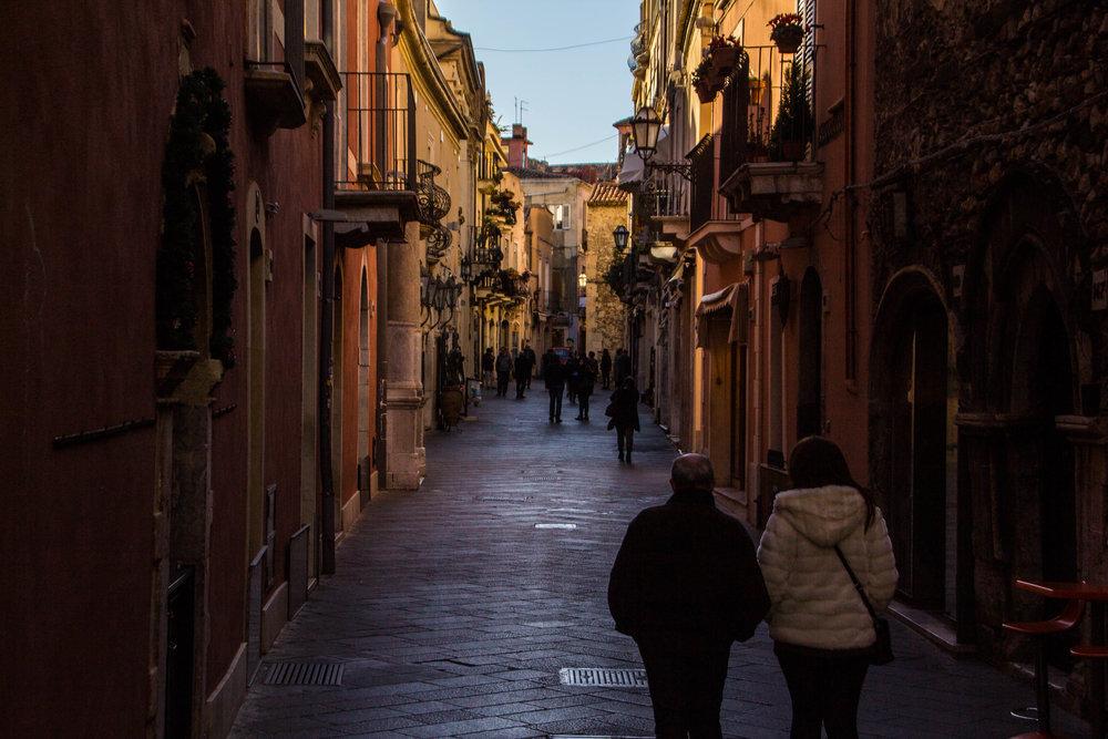 street-photography-taormina-sicily-11-2.jpg