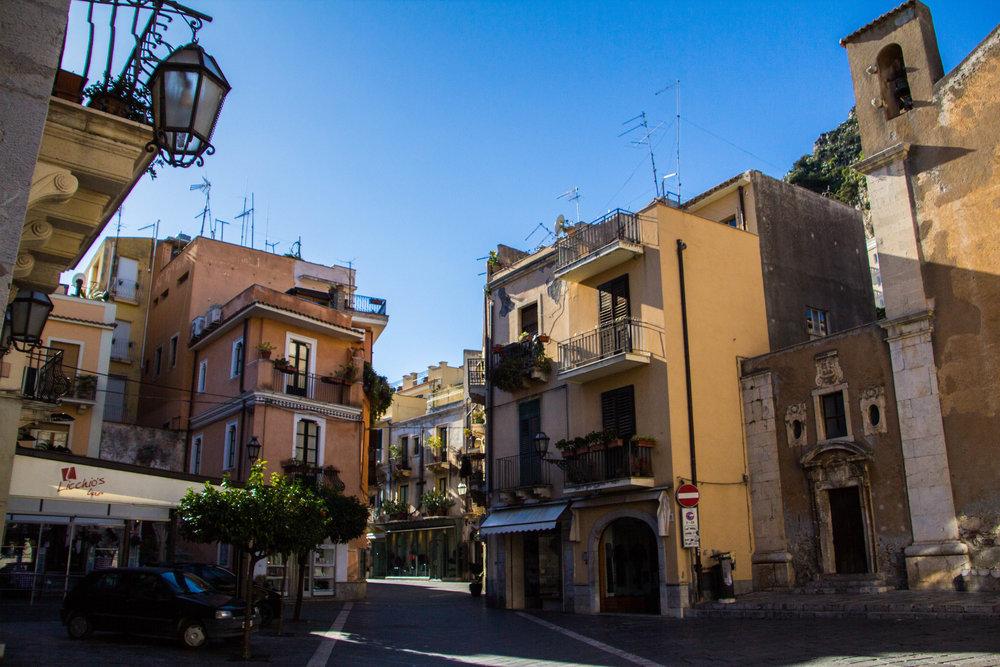 street-photography-taormina-sicily-11.jpg