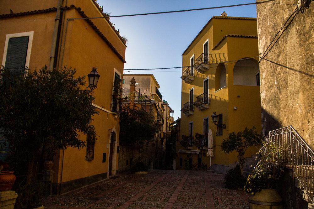 street-photography-taormina-sicily-12-2.jpg