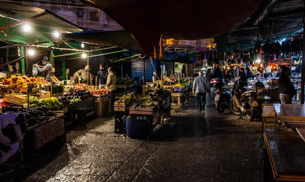 night-street-market-palermo-sicily-3.jpg