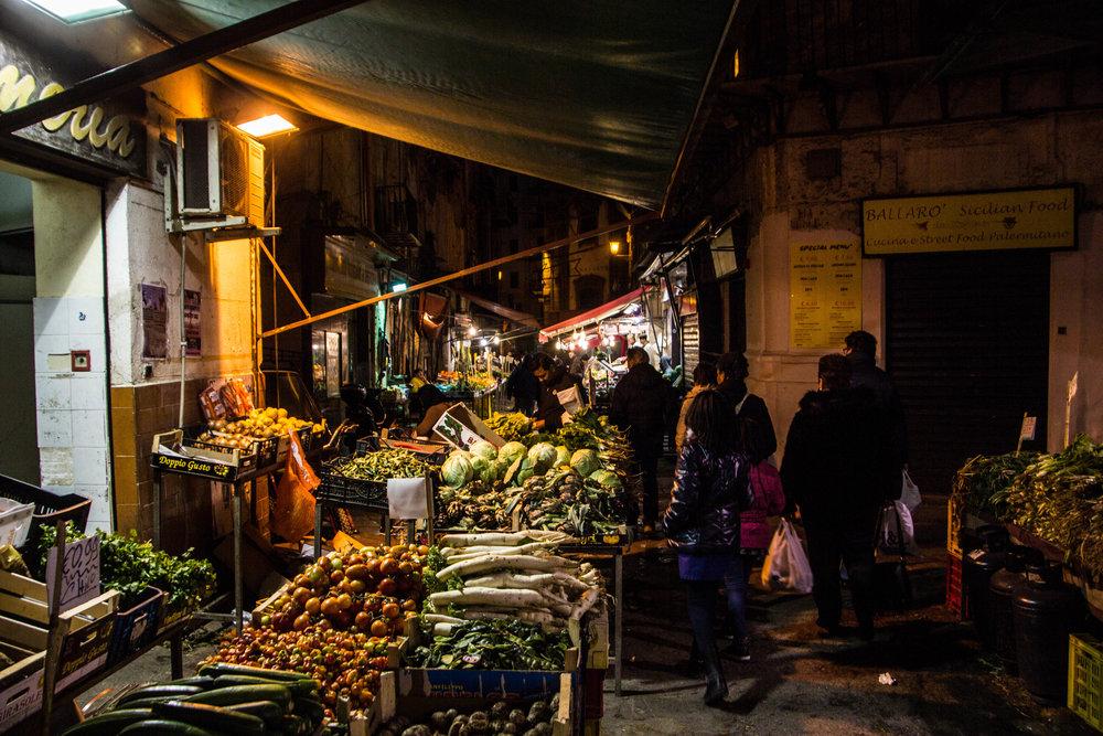 night-street-market-palermo-sicily-8.jpg