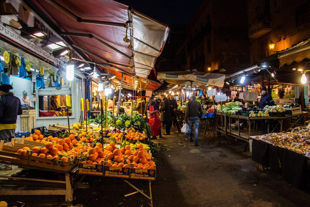 night-street-market-palermo-sicily-10.jpg