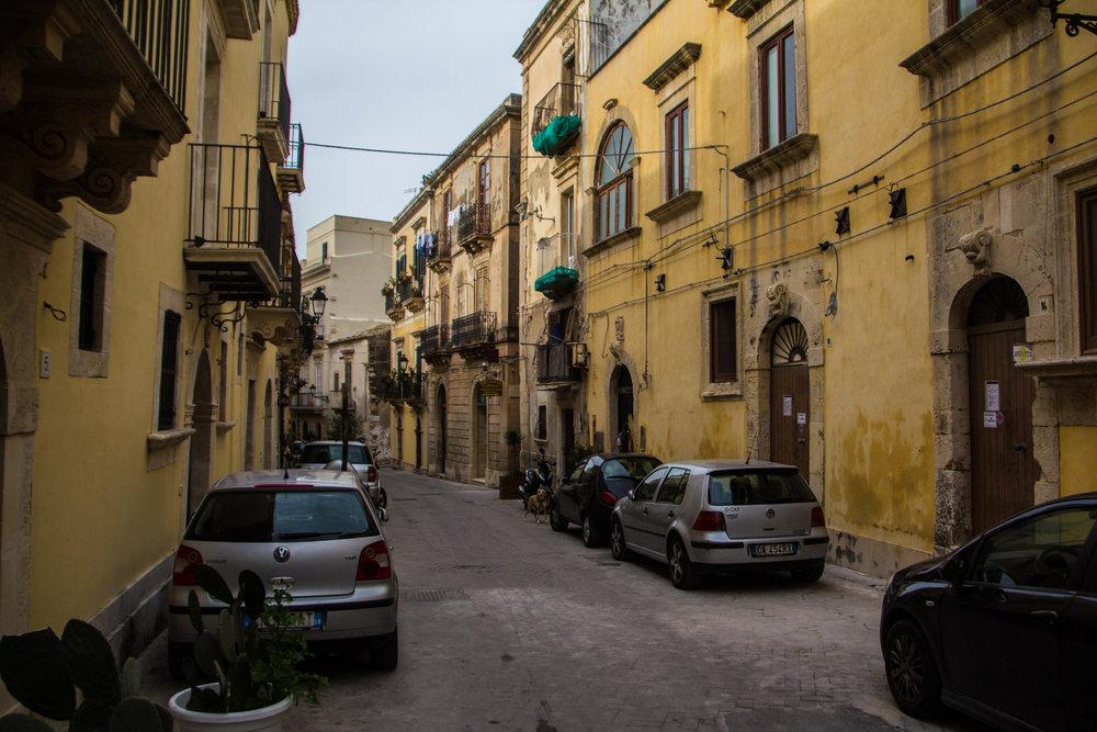 streets-ortygia-syracuse-sicily-19.jpg
