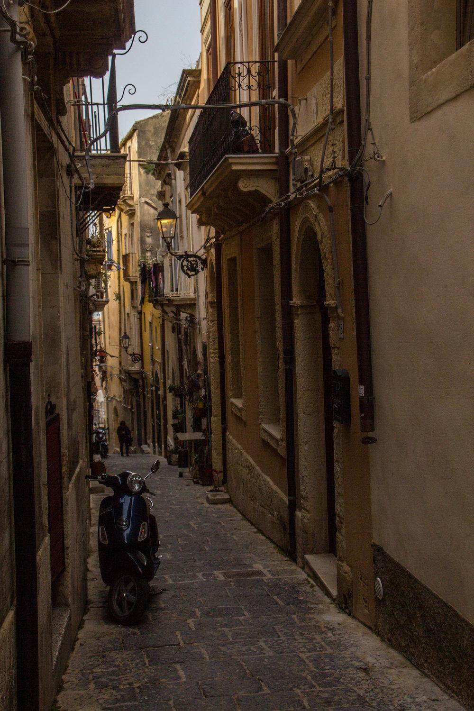 ortygia-syracuse-sicily-streets-14.jpg