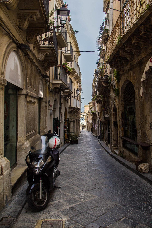 ortygia-syracuse-sicily-streets-15.jpg