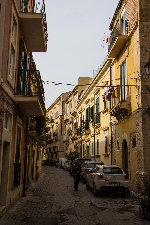 streets-ortygia-syracuse-sicily-28.jpg