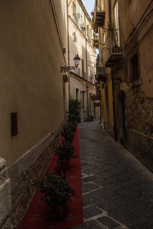 streets-ortygia-syracuse-sicily-42.jpg