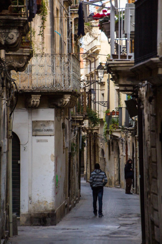 streets-ortygia-syracuse-sicily-54.jpg