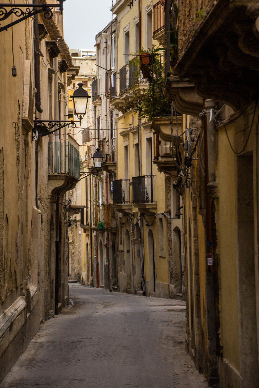 streets-ortygia-syracuse-sicily-57.jpg