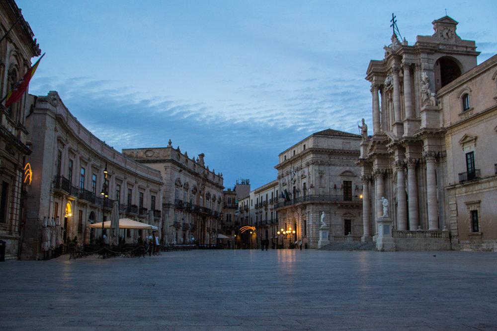 piazza-duomo-sunset-ortygia-syracuse-sicily-13.jpg
