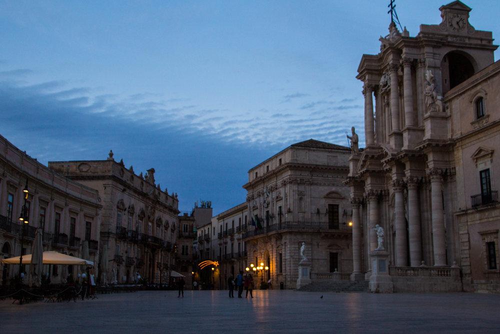 piazza-duomo-sunset-ortygia-syracuse-sicily-15.jpg