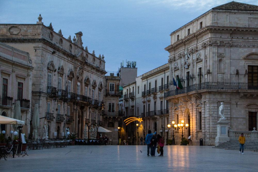 piazza-duomo-sunset-ortygia-syracuse-sicily-17.jpg