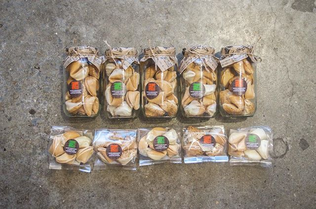 Our delicious fortune cookies come in two awesome flavours, white chocolate & kaffir lime and white chocolate & cappuccino 😍 . . . . . . . #food #packagedfood #asianfoodrepublic #asian #fusion #food #foodporn #foodofinstagram #nzmeetsasia #modern #sweettreats #instafood #instagood #yum #foodtogo