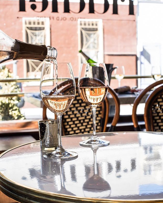A fan of champagne? Yeah, we thought so! Stop by the @zola lounge at this Sunday's event to indulge in some bubbly provided by the lovely ladies at the @theriddlersf. 🥂🍾