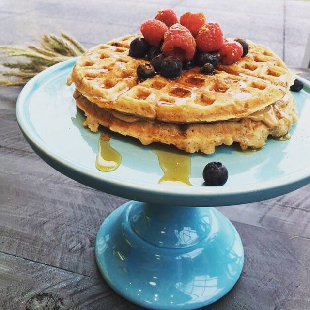 Peanut butter filled homemade waffles?! Yes please 🙋🏻 Recipe is from my friend & fellow RD @bonnietaubdix. Oh, she's also an award winning author & media personality so she's pretty awesome & inspiring. Make sure to check out her page, give her a follow and grab the recipe off her website! #followfriday #breakfastofchampions