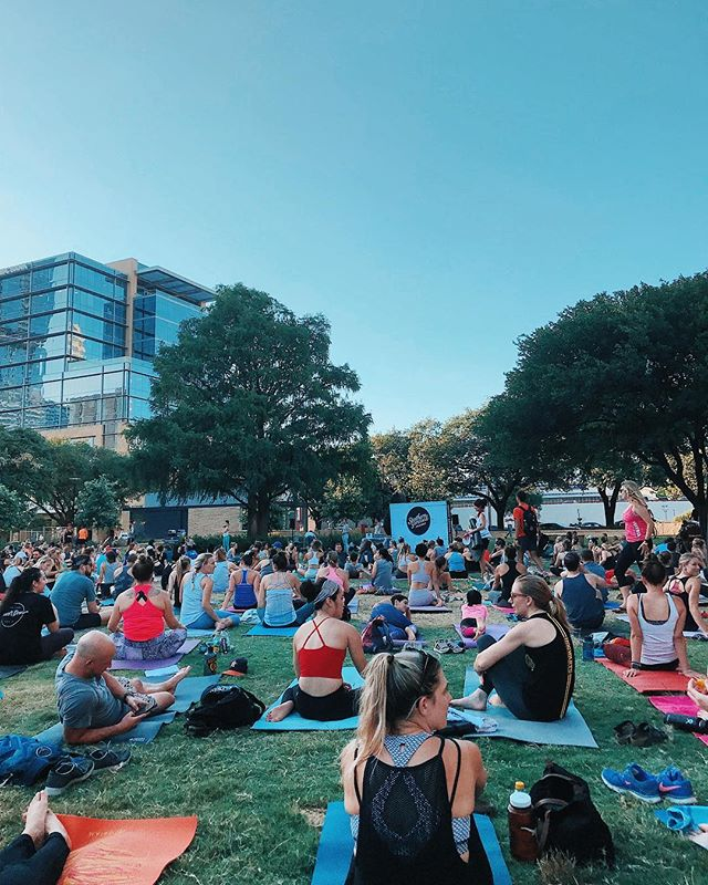 It's nights like these when I'm reminded why I love this city so much🧘‍♀️ Thanks @wanderlustyogaatx for a magical evening! ✨#SummerSunsetSeries