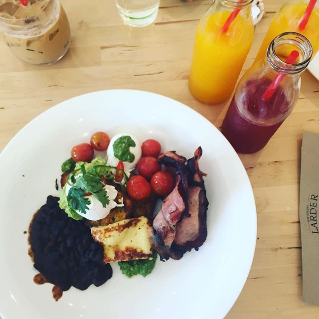 We don't always eat Granola ... especially when @maystreetlarder is serving up cornbread, blackbean, avo and haloumi amongst other things 😏🥑🍅 and their homemade kombucha... Oh. Em. Gee.