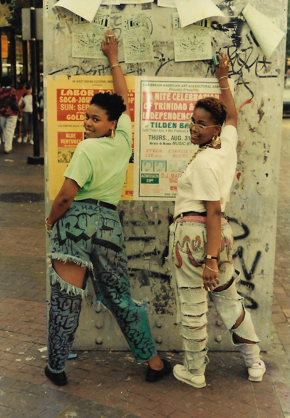 Fly Girls. Jamaica, Queens. 1997. Courtesy of the artist.