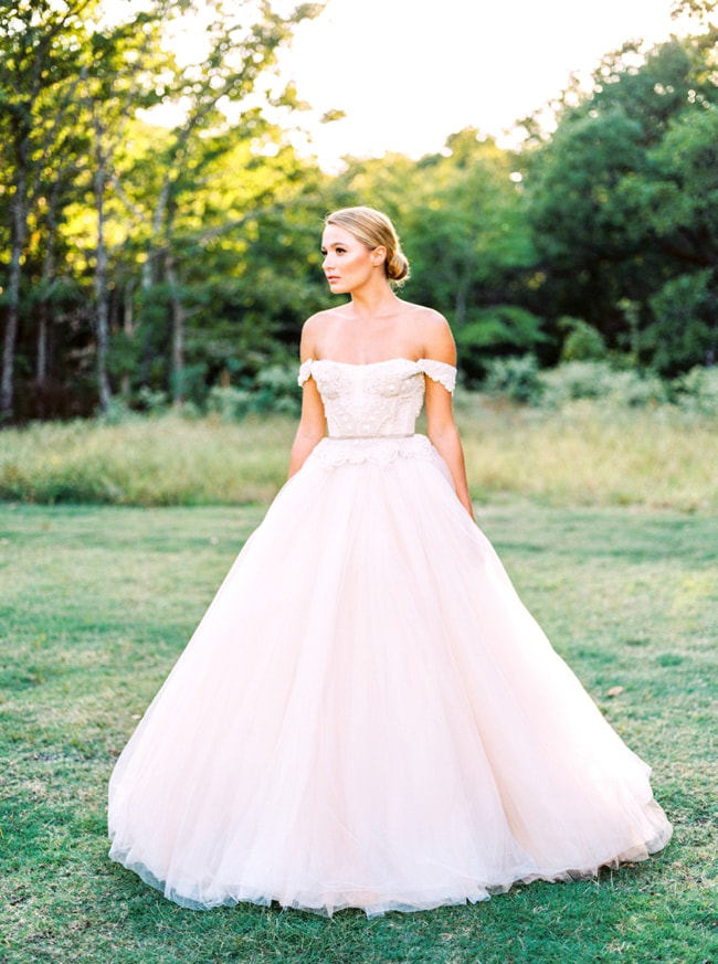 modern-cinderella-bride-at-white-sparrow-barn_-6-min.jpg