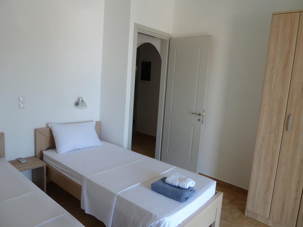 Front bedroom (1).JPG