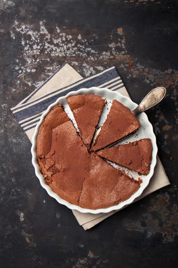 tarta-de-chocolate-con-cacao-por-encima_1220-535.jpg