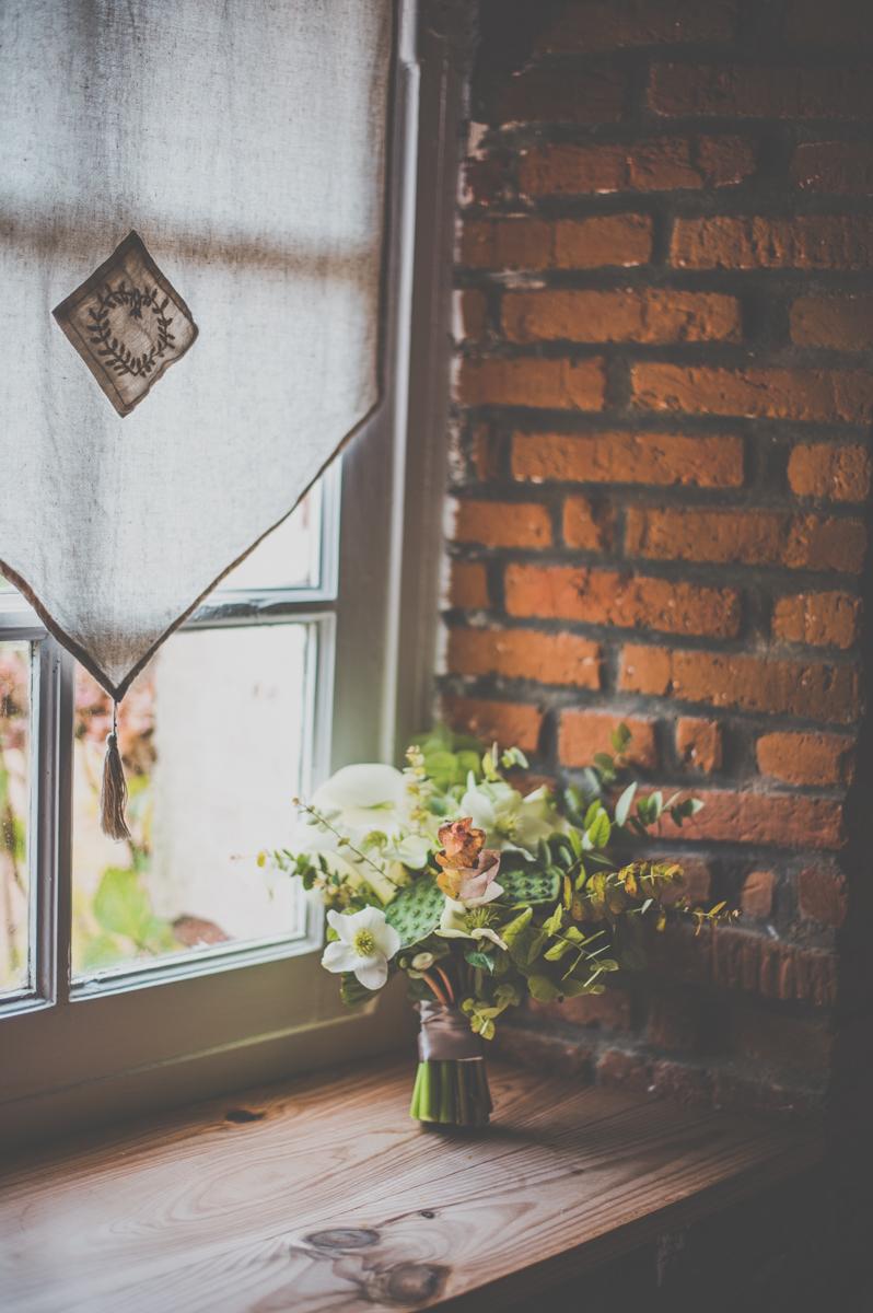 Organisation:  Bride to Beezy - Photo:  Yoann Pallier fleuriste ; décoratrice; fleurs ; scénographie ; évènement ; paris ; abonnement ; abonnement entreprise ; entretien d'espace vert ; mariage ; corporate ; bouquet de mariée ; Photo Booth ; photocall ; sapin ; noël ; décor de vitrine ; lancement de produit ; mode ; luxe ; haut de gamme ; hôtel ; hotel ; palace ; réception ; cocktail ; séminaire ; boule de noël ; arche de cérémonie ; cérémonie laïque ; décoration d'église ; centre de table ; art de la table : décoration de table ; décoration de buffet ; lifestyle ; mise en scène ; livre d'or ; bout de banc ; église ; salon ; boutonnière ; bouquet de demoiselle d'honneur; plan de table; arche ; chaise d'honneur ; lieu de réception; château; manoir ; abbaye ; champêtre; tropical ; bohème ; mariage champêtre ; mariage tropical ; mariage bohème ; chic ; mariage chic ; mariage rétro ; rétro ; mariage luxe ; houppa ; cérémonie juive ; mariage juif ; prestataire ; hiver, wedding ; photographer ; inspiration ; wedding design ; wedding planner ; event planner ; event designer ; wedding designer ; europe ; France ; provence ; http://www.unbeaujour.fr ; la mariée aux pieds nues ; inspiration mariage ; http://www.lamarieeauxpiedsnus.com ; queen for a day ; http://www.queenforaday.fr ; junebug weddings ; http://junebugweddings.com ; style me pretty ; http://www.stylemepretty.com ; bride's maid : bowtie ; nœud papillon ; cérémonie laïque : hipster ; un beau jour ; de fursac ; rime arodaky ; http://www.rime-arodaky.com ; ikoniz a boy ; romance ; chanel ; dior ; delphine manivet ; http://www.pearlandgodiva.com ; http://monplusbeaujour.com ; http://lescocottesevents.com ; http://www.andyfestival.com ; http://epousemoicocotte.com ; Fluctuat nec mergitur ; http://www.lesbandits.fr ; http://www.made-in-you.com ; wedding dress ; wedding cake ; destination wedding ; destination photographer ; vaisselle vintage ; https://www.vaissellevintage.com/ ; accessoire de décoration ; lookslikefilm