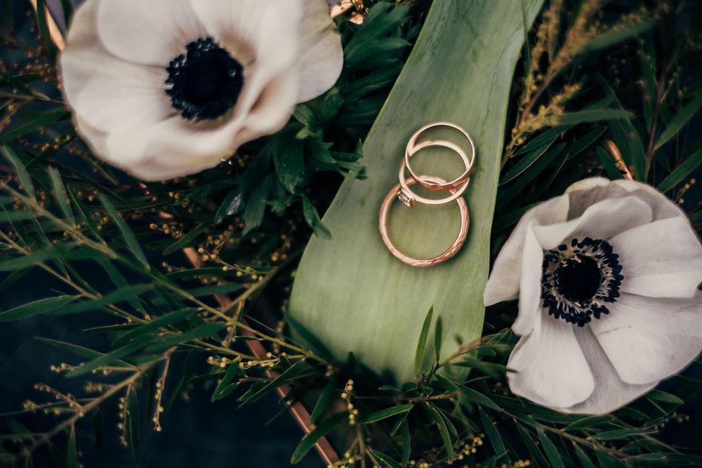 drissia-fleuriste-mariagepierreatelier-photographe-mariage-paris-chaletdesiles-026.jpg