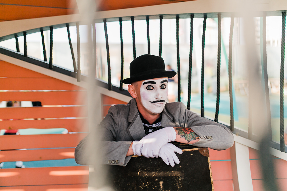 roaming entertainment UAE Mimes Creating story and art through motion, these performers will be roaming Rise Dubai Creek Harbour in honour of National Day. The mimes never fail to attract a crowd and make you laugh. We recommend getting a selfie with one for the full effect!