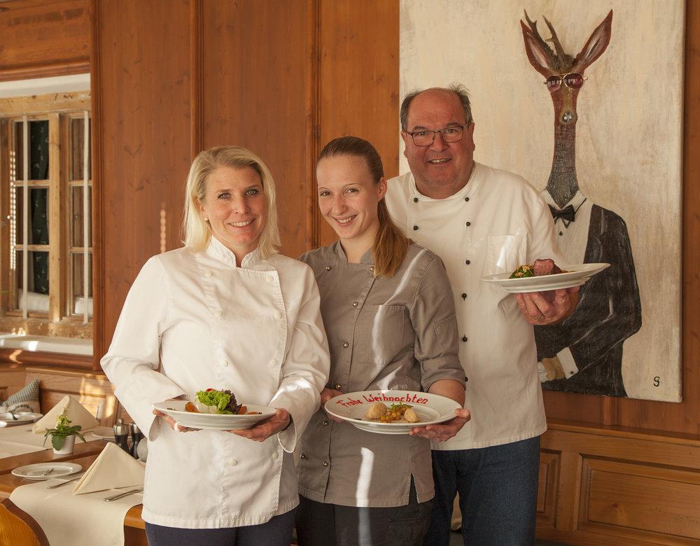 Küchencrew der Dorfstub'n in Olching: Ladina Vogler, Martina Drexl und Leo Strauß.