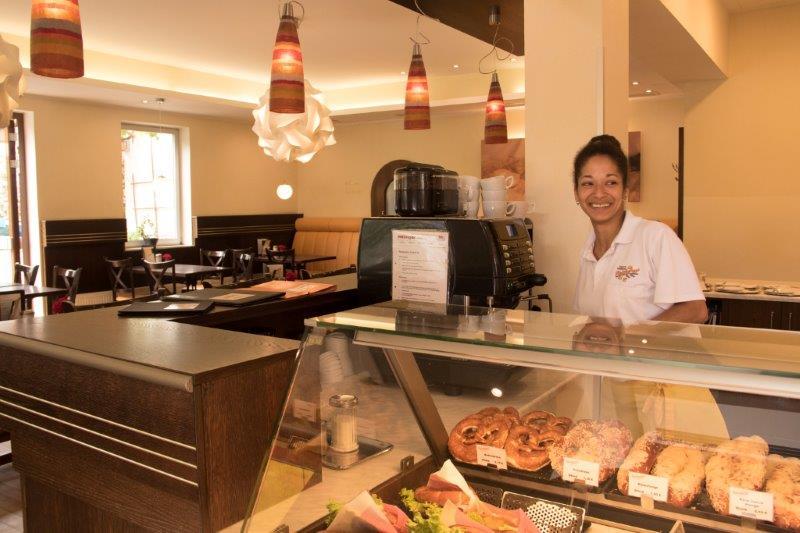 Eine große Auswahl an Kuchen, Torten, Eis, Snacks und ein stets wechselndes Mittagsgericht bietet das gemütliche Café in Neu-Aubing.