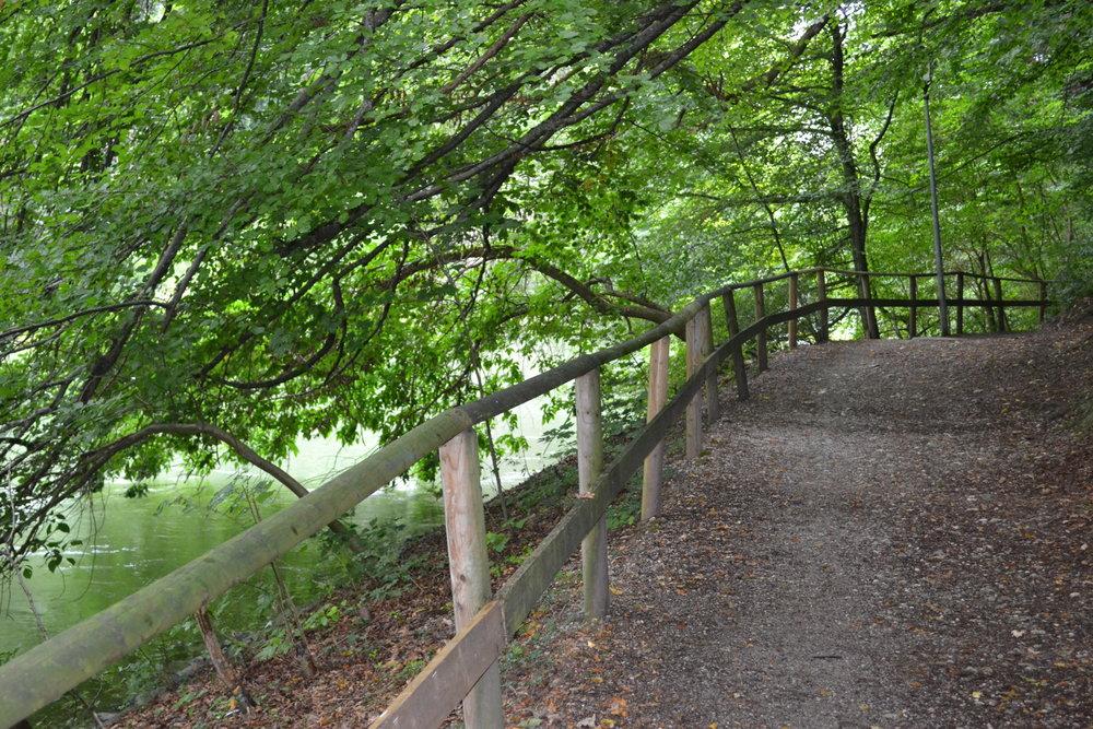 Ein bequemer Weg führt direkt ins Zentrum von Grafrath.