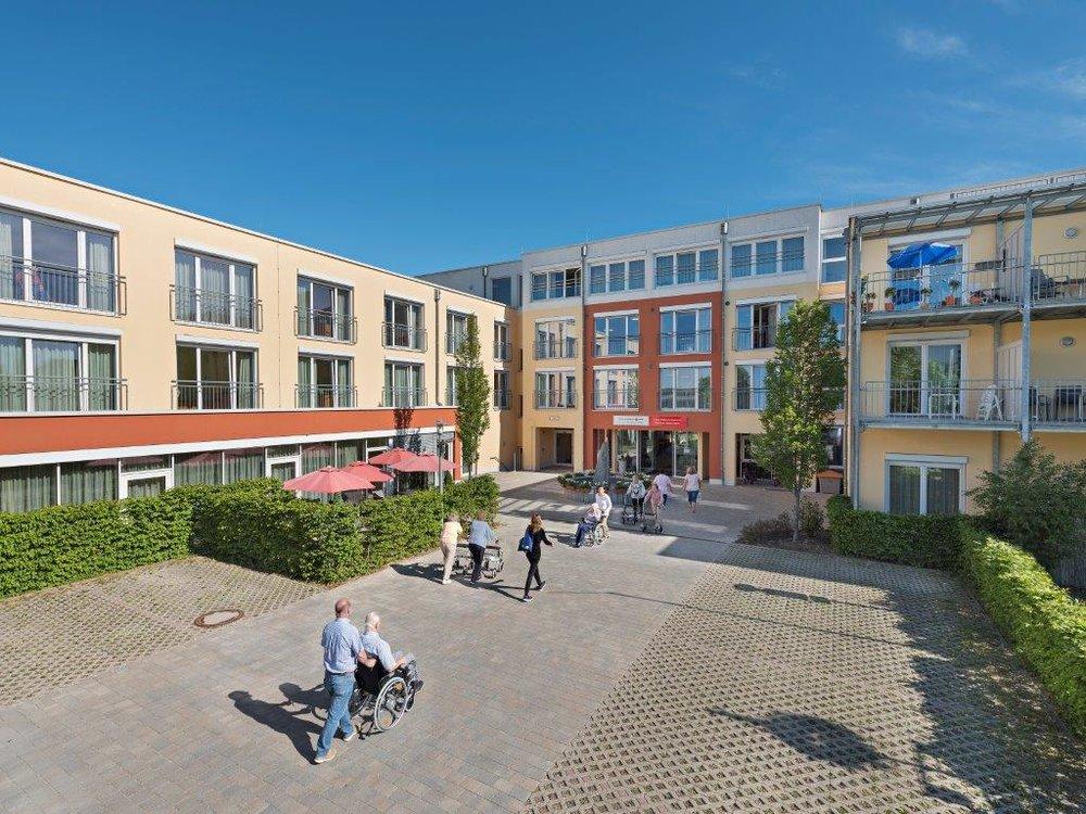 Platz hätte das SeniorenWohnen in Buchenau für 150 Bewohner – Pflegekräfte, deren anspruchsvolle Arbeit durch eine Vielzahl technischer Hilfsmittel erleichtert wird, sind deshalb immer willkommen. In dem Haus wird zudem ausgebildet.