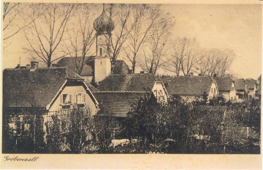 Ein Wahrzeichen wurde am 1925 die kathlische Kirche im Ort, um die sich auch die Häuser formierten.