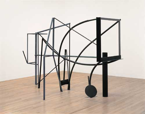 Anthony Caro, Emma Dipper 1977. Steel, rusted and painted grey 213 x 170 x 320 cm.