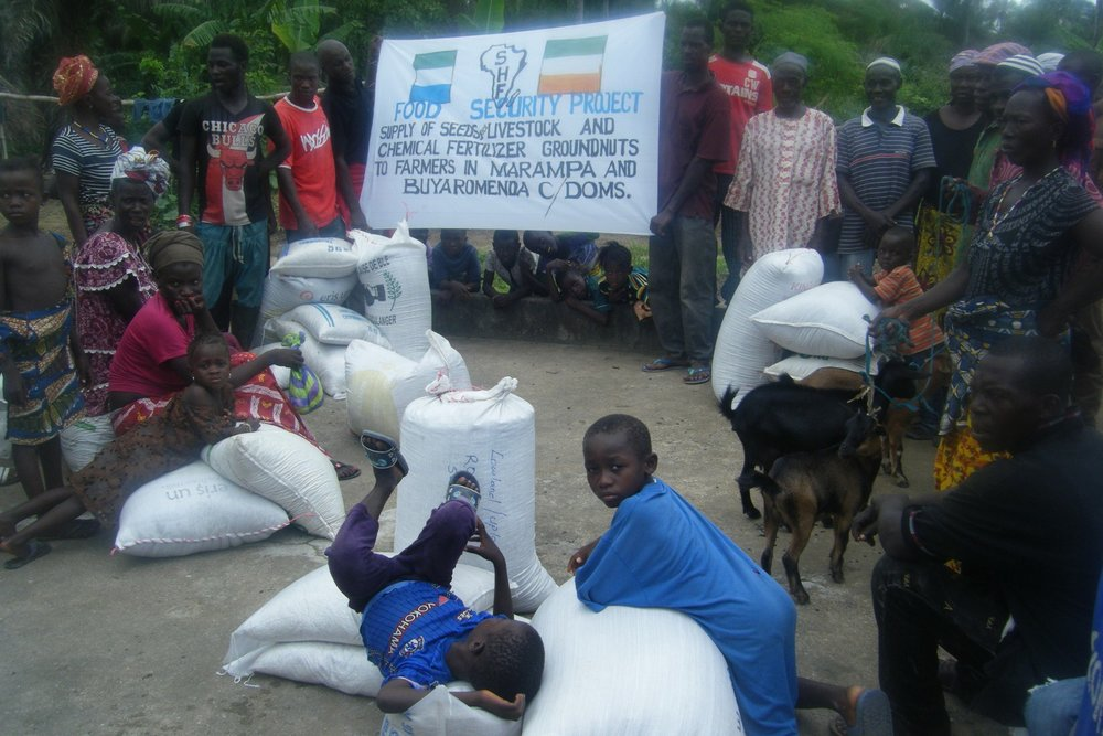 Distribution of Agric Inputs to farmers at Makuthaneh (4).jpg