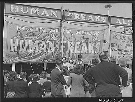An old-school freak show:Nothing to do with the word friki.
