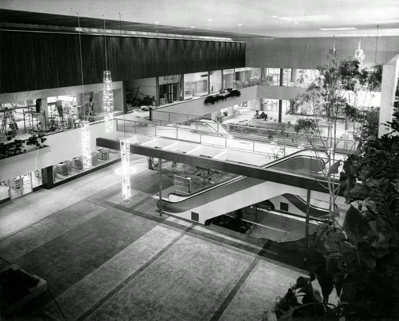 Southdale Center1, Edina, MN 1956.jpg