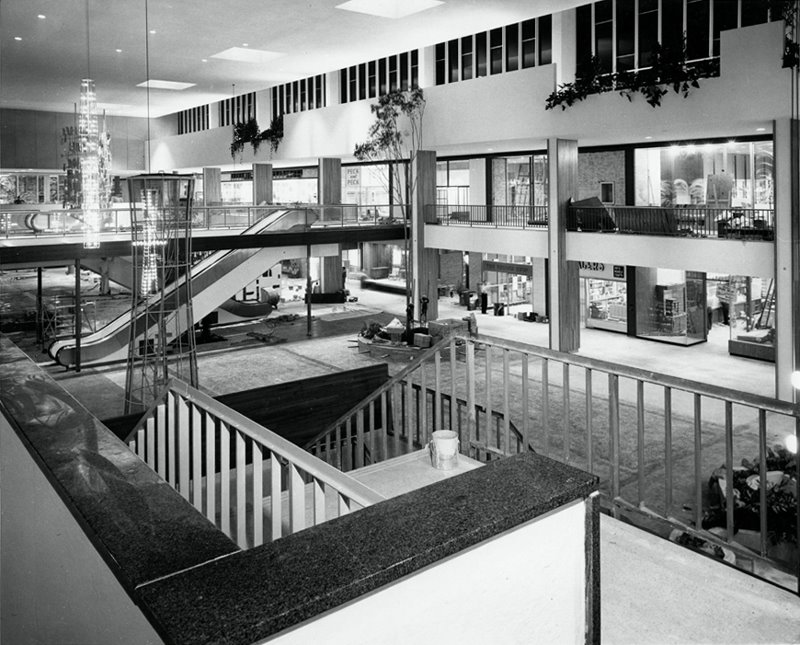 Southdale Center2, Edina, MN 1956.jpg