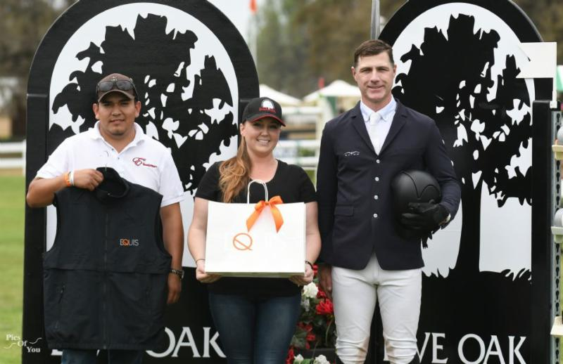 Chuy Escalera and Peter Lutz accept the Equis Boutique Best Presented Horse Award for Robin de Ponthual