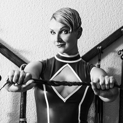 Marlen (Berlin) Aremarkable sensual Dominant & world-class bondage top, offering courses and sessions