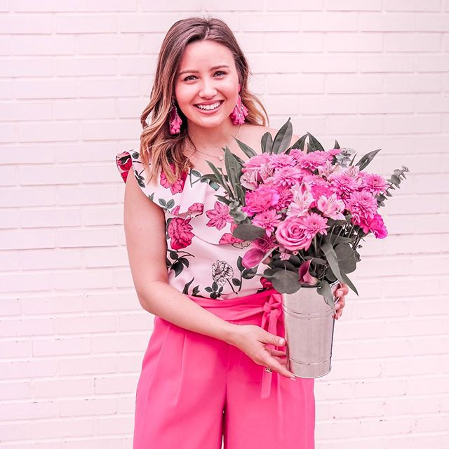 Happy International Women's Day! Where there is a woman there is magic ✨ Show the women in your life how much they inspire and empower you with @1800flowers! #womenwhowow #mademesmile #1800flowers #ad #flowergram #internationalwomensday2019