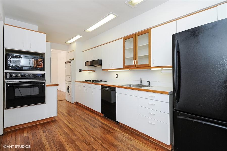 05_5465SouthHydeParkBlvd_2_5_Kitchen_LowRes.jpg