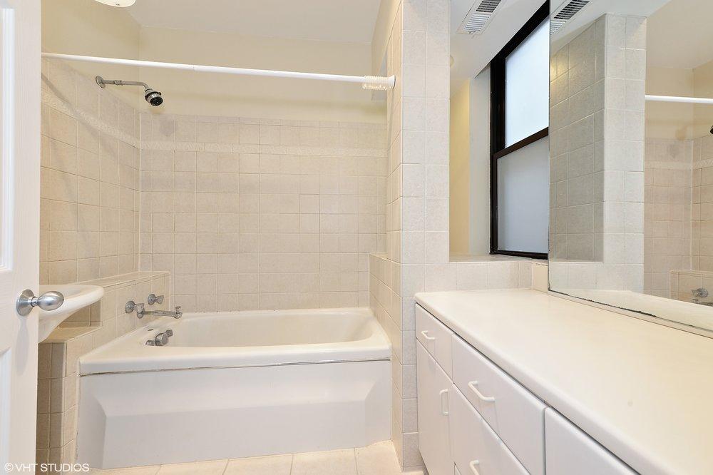10_1469WestWinonaSt_2_8_Bathroom_HiRes.jpg