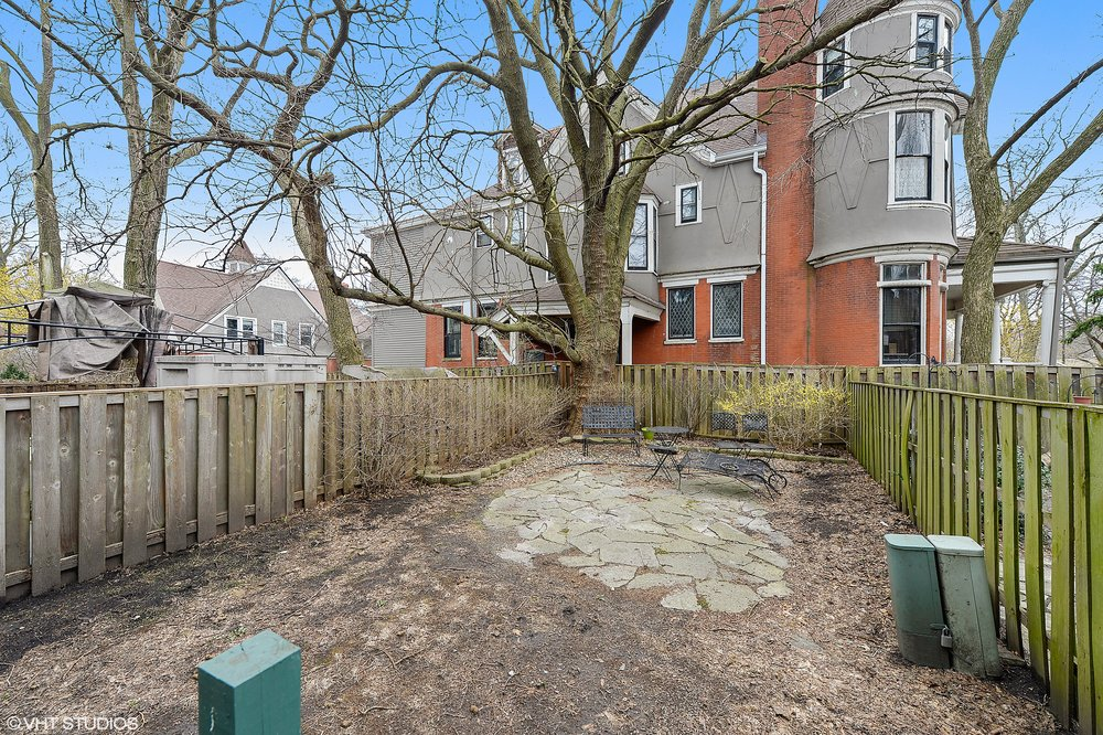 12_4721SouthWoodlawnAve_C_26_BackYard_HiRes.jpg