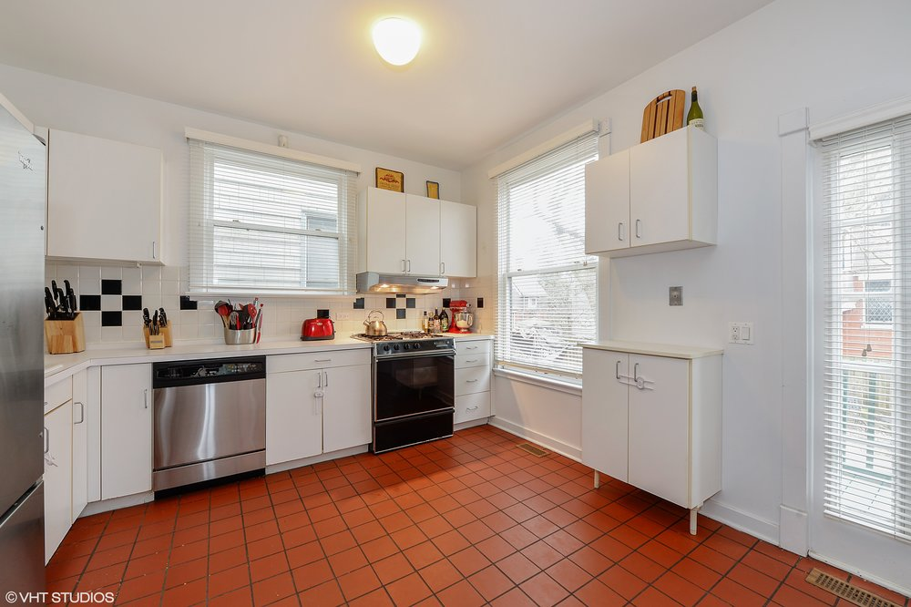 04_4721SouthWoodlawnAve_C_5_Kitchen_HiRes.jpg