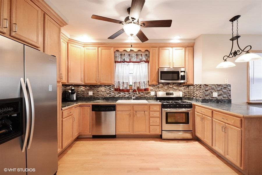 04_4113NorthMonticelloAve_5_Kitchen_LowRes.jpg