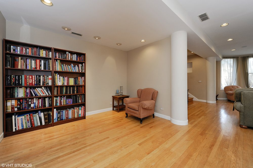 08_1415WestRoscoeSt_2_33_ReadingRoom_HiRes.jpg