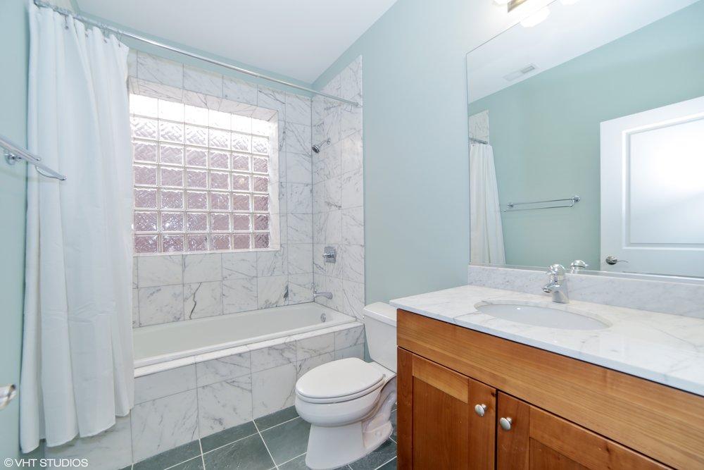 10_1031MonroeBlvd_4_8_Bathroom_HiRes.jpg