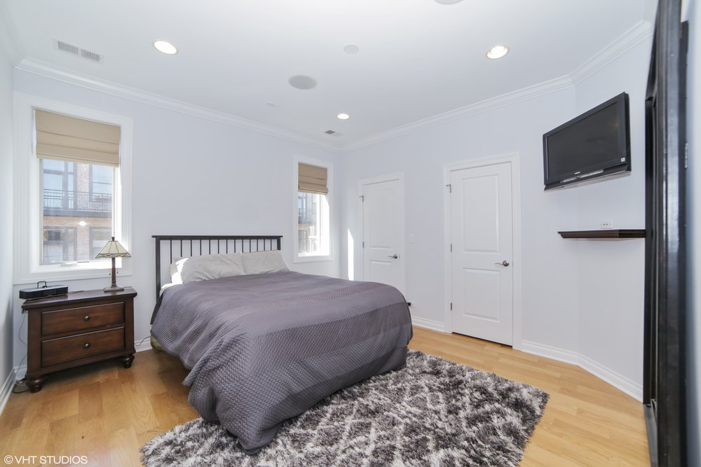 05_1031MonroeBlvd_4_14_MasterBedroom_HiRes.jpg