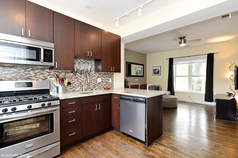 04_4443NorthLeavittSt_2S_91_KitchenLivingRoom_HiRes.jpg